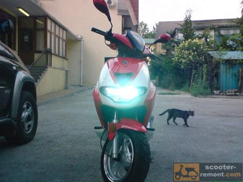 Как сделать свет на скутере лучше