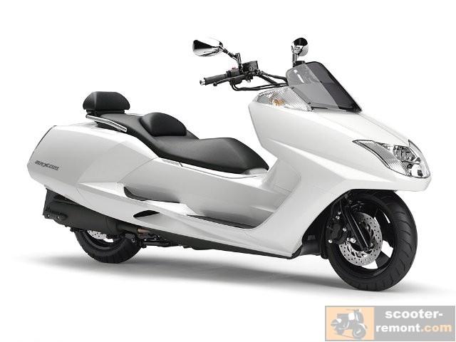 Yamaha MAXAM CP-250 в белом исполнении