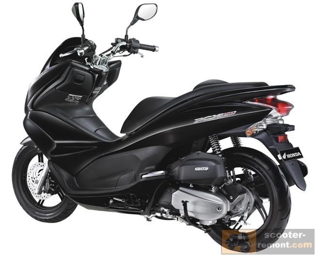 Обновленный Honda PCX 150 в черном цвете