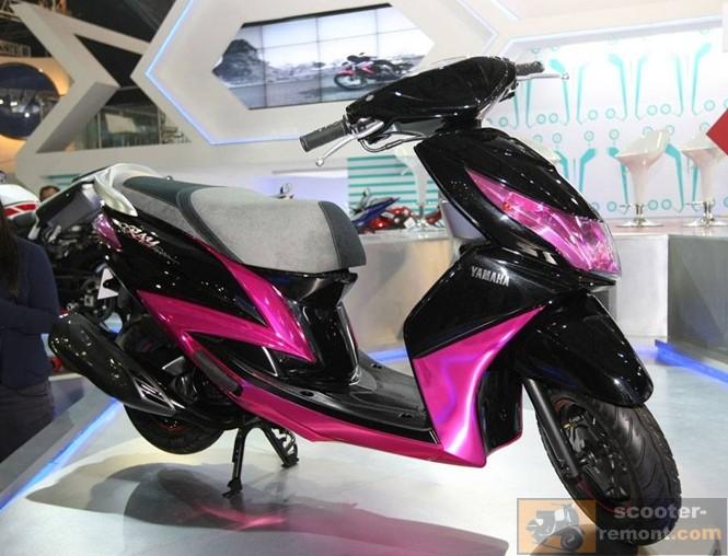 Сиреневый скутер Yamaha Ray