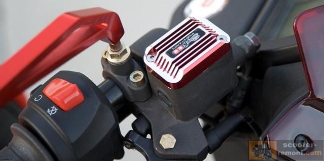 Гидравлический тормоз скутера