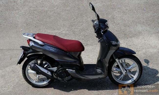 Контраст цвета сиденья и скутера на Пежо твит Эво