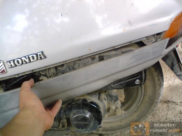 Снятие бокового пластика Honda Lead
