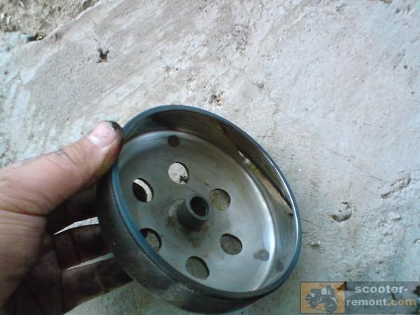 Внутренняя сторона колокола сцепления скутера